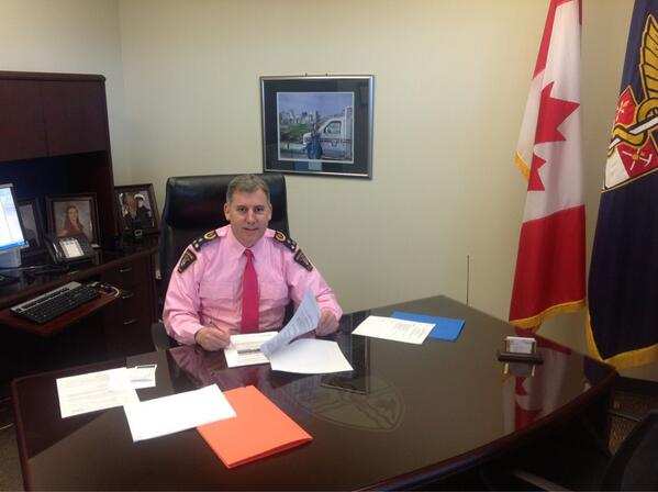@ChiefDiMonte proud to support #dayofpink ! Helping raise awareness for #antibullying pic.twitter.com/0ttli6YkLW""