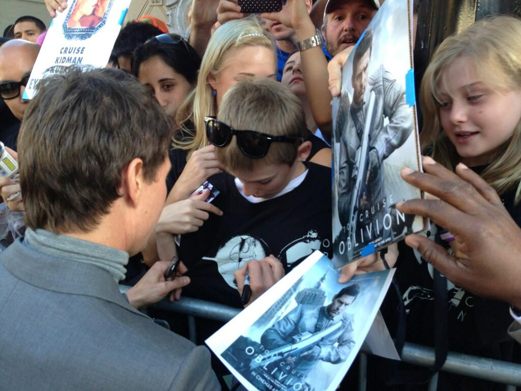 Twitter / OblivionMovie: .@TomCruise with his fans from ...