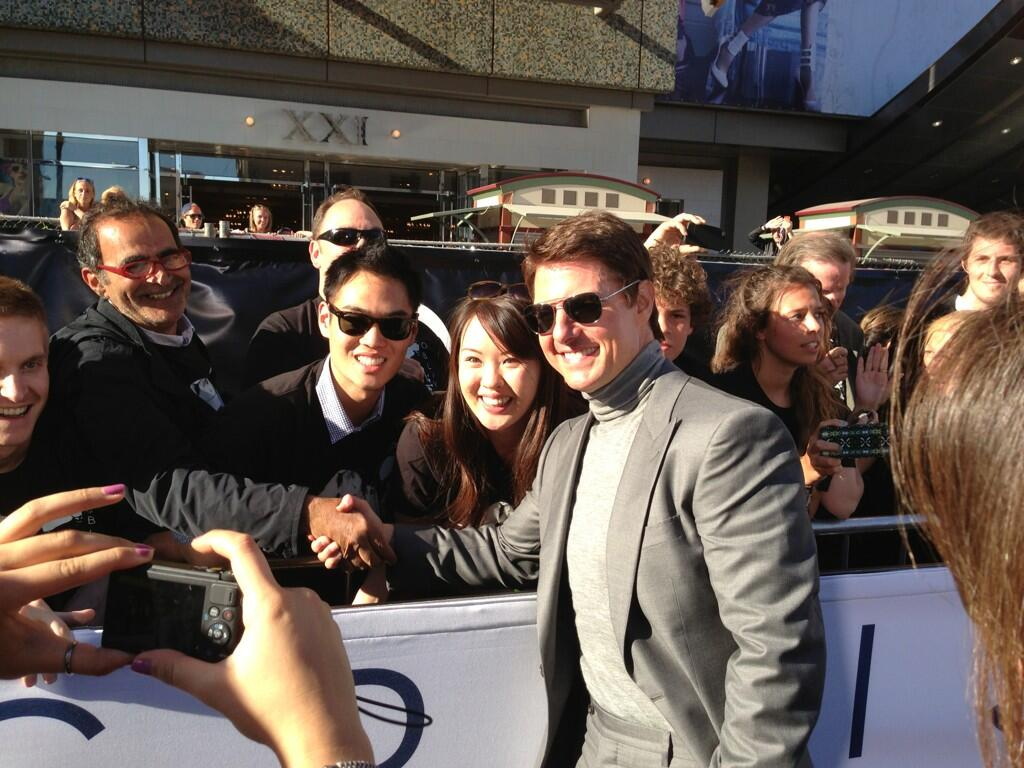 Twitter / OblivionMovie: . @TomCruise greeting the fans ...