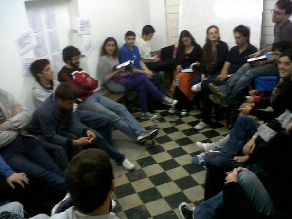 Reunión de Juve! Pensando nuestra próxima salida a la calle. pic.twitter.com/HeE5FrxfIN