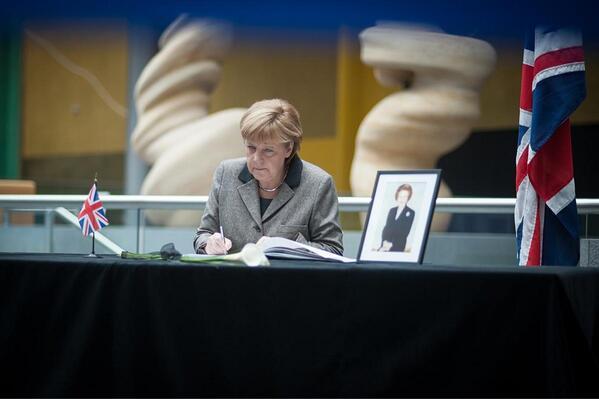 """Kanzlerin #Merkel in Kondolenzbuch für Thatcher: """"Unvergessen bleibt ihr Eintreten für die Freiheit"""" pic.twitter.com/cFF8xV5984"""