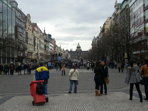 Passing Wenceslas Square on my walk home from campus #epic pic.twitter.com/lSOqURGovl