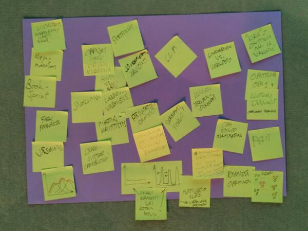 Oppikirja uusiksi, pöytä avoin yhteistyö. #itk2013 #itkteema258 #sometu pic.twitter.com/f0uEMHcMiq