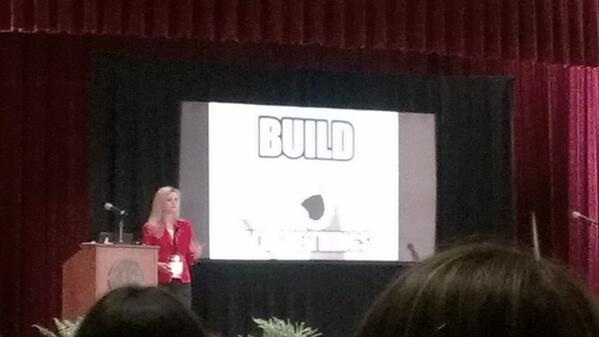 @lissijean is rocking a talk on lean product mgt vs. #buildALLthethings! #leanuxnyc pic.twitter.com/QPnIld201m