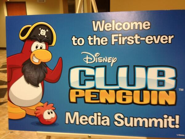 And the snowball fight begins. Okay, not really. #ClubPenguinSummit pic.twitter.com/ARD85WYcvP