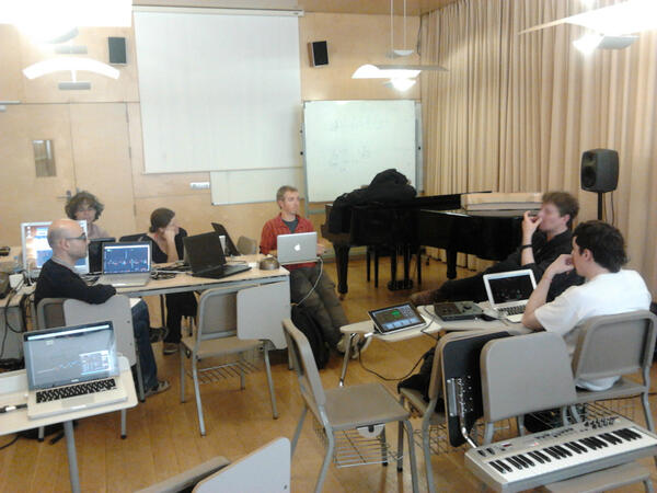 Rehearsing Quo-tr with composer Orm Finnendahl