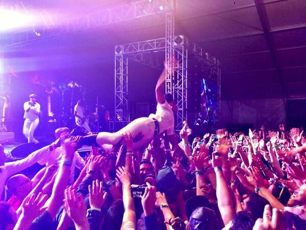 Janelle Monae crowd-surfs Coachella. Game over. http://t.co/40xNswXnlU