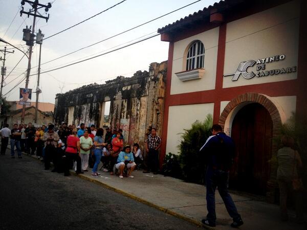 Vía @Krysc27:  FOTO | Así se ve el Ateneo de Cabudare a la espera de abrir sus puertas a los votantes #14A  pic.twitter.com/gpGpHVblyo