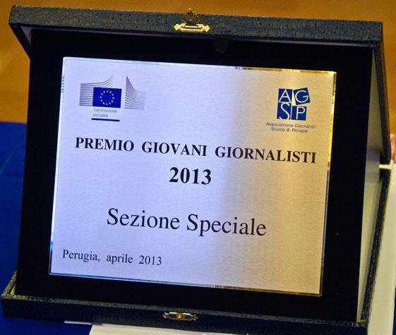 Premio Giovani Giornalisti #UE l'ho ritirato a Perugia durante il @journalismfest #ijf13 Sono davvero commosso! pic.twitter.com/lEAvehFs2x