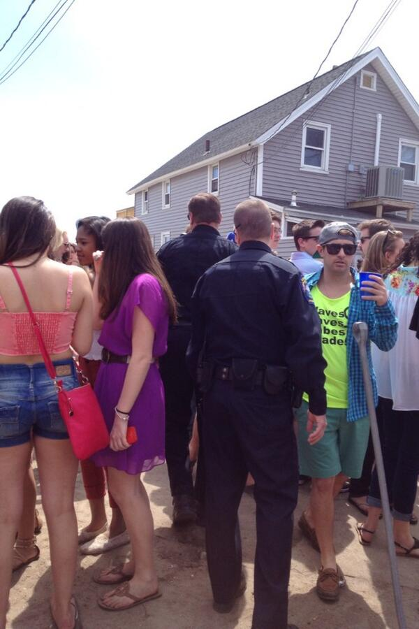 Fairfield police officers move through the crowd at Clam Jam to monitor the festivities. pic.twitter.com/zGiQKRQevF