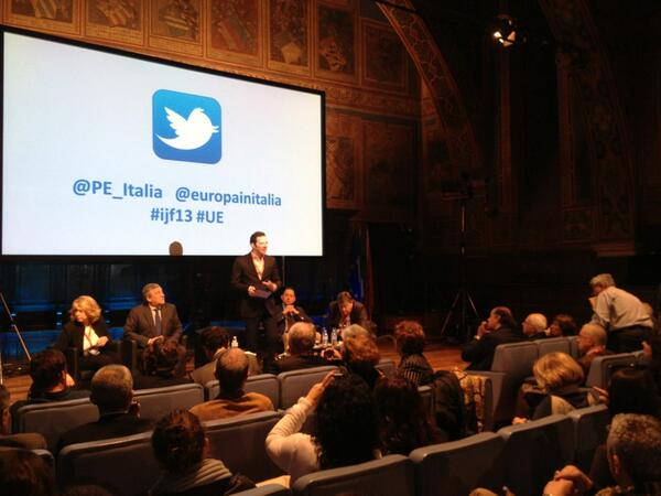 """""""L'Europa verso la disintegrazione"""" inviateci le vostre domande su @PE_Italia @europainitalia #ijf13 #UE pic.twitter.com/0DnFfvHW5d"""