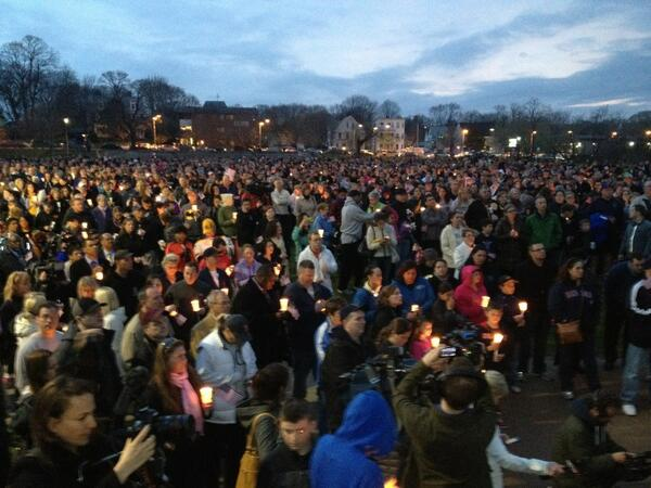 Thousands fill Garvey Park in Dorchester for memorial vigil for 8-yr old Martin Richard, killed in #Boston attack pic.twitter.com/NhJc4j6yQx