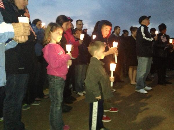 The crowd at Dorchester vigil now in prayer. Powerful moment. @necn pic.twitter.com/dvxe1zMfM7