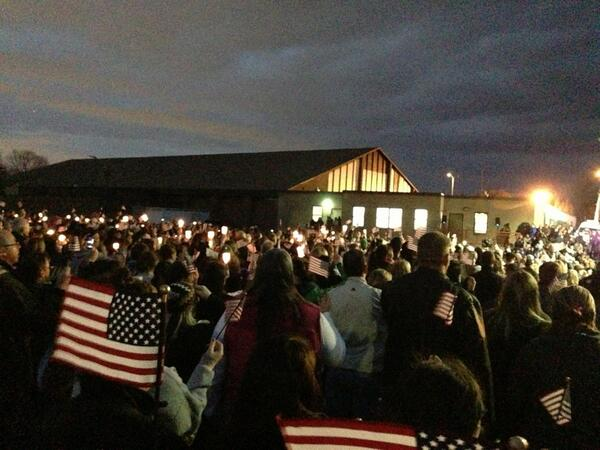 "Martin Richards Vigil ..everyone at this moment was singing ""God Bless America"" ..can't even explain the feeling .. pic.twitter.com/YcObsmcPh8"