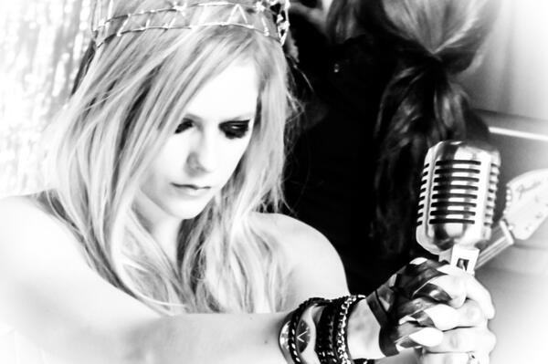 Avril lavigne on twitter shot my album cover yesterday until i avril lavigne on twitter shot my album cover yesterday until i can show u check out this pic from the music video httptvgf406wvyq voltagebd Gallery