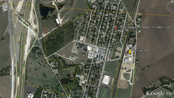 #plantexplosion is located right next to residential area as seen on this #googlemap #WestExplosion pic.twitter.com/7Ecq1YTLEQ