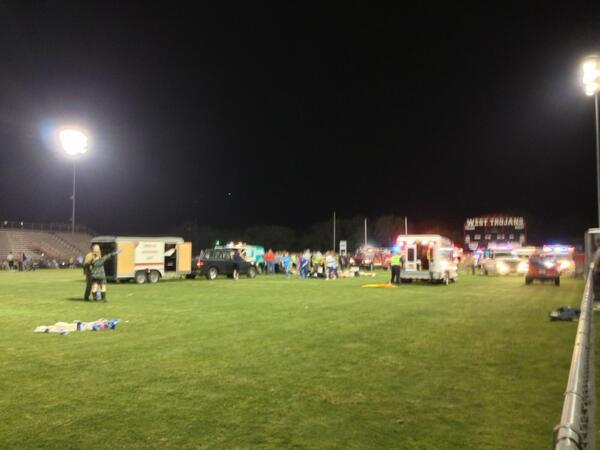 Triage on the football field pic.twitter.com/0HcEaeKVFx