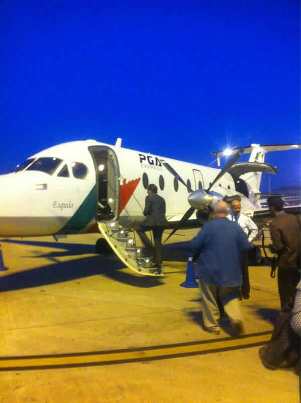 Avión, o autobús? hacia #socialnow pic.twitter.com/cdAOvoTWSC
