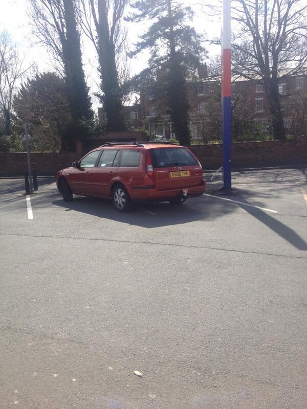 DS06 TVK displaying Selfish Parking