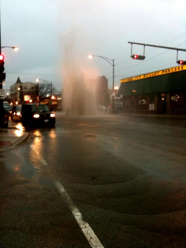 @redeyechicago be careful of street geysers, too. Lawrence ave near the metra stop. pic.twitter.com/NlCnb7PiMe