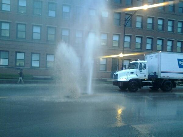 Irving Park and Ravenswood. Water spout. #chicagoist pic.twitter.com/6H3KT1VIUX