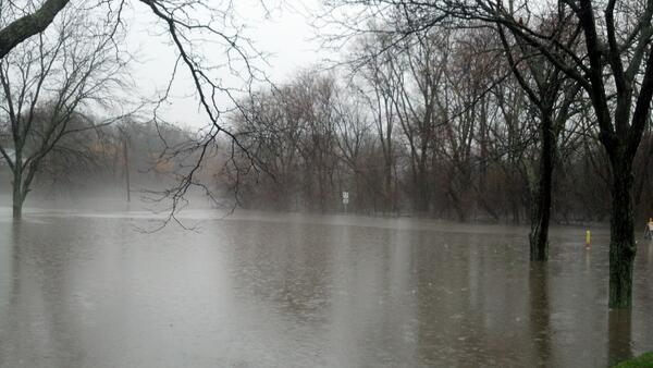 Drew Ave is under water at 79th street. #cststorm pic.twitter.com/Y5tNb5Iq7a