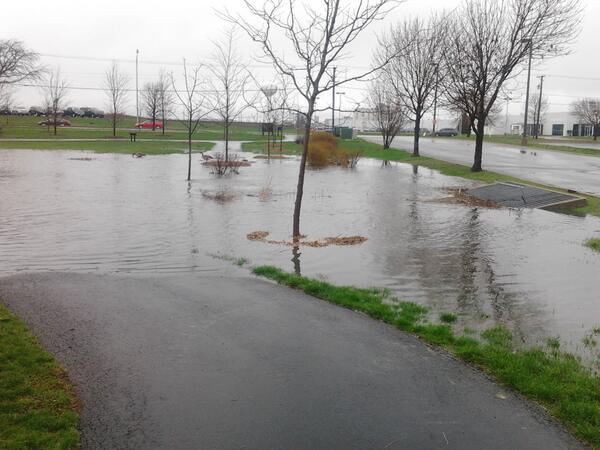 Wildflower Lake in #Naperville flooding near Aurora & Ogden (2 of 2) #cststorm pic.twitter.com/ZC08N1O9hG