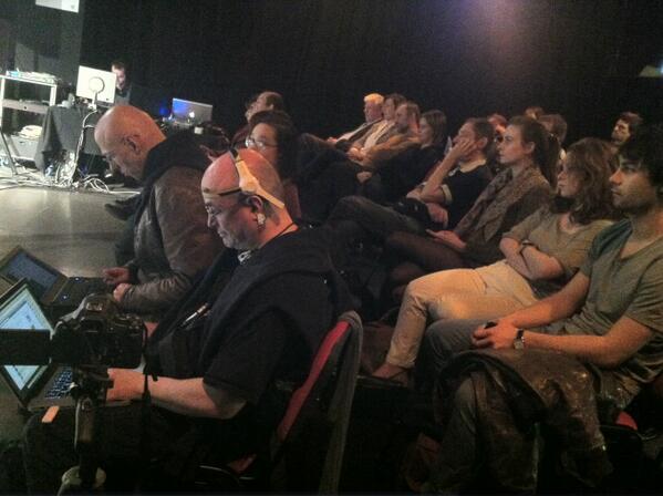 Un public nombreux et plusieurs contributeurs de la #CubeRevue #4 pour la Revue filmée ! pic.twitter.com/sZXeujMcxI