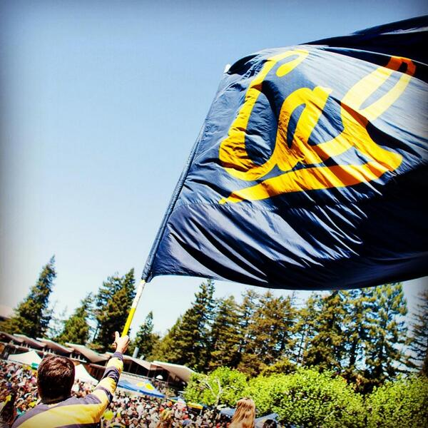 Wave your flag at Cal Day, 4/20/13! bit.ly/ZAIQq6 #sharecalday #gobears pic.twitter.com/hW3wrGlqFY