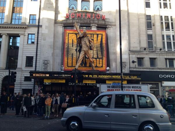 We will we will rock you!  YES! A salut to #Freddy Mercury @dominion theatre @Queen pic.twitter.com/9sVtSxxdKo