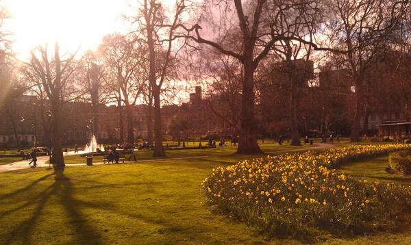 After a brief downpour, it looks like London has finally realized that it's April! #spring #sunshine pic.twitter.com/vMFmji5uNe