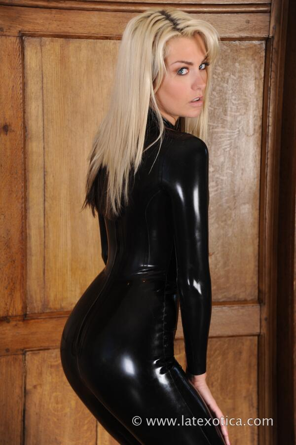 "LatexKleding on Twitter: ""The gorgeous Natasha Marley in a black latex ...: twitter.com/latexkleding/status/325115014350532608"
