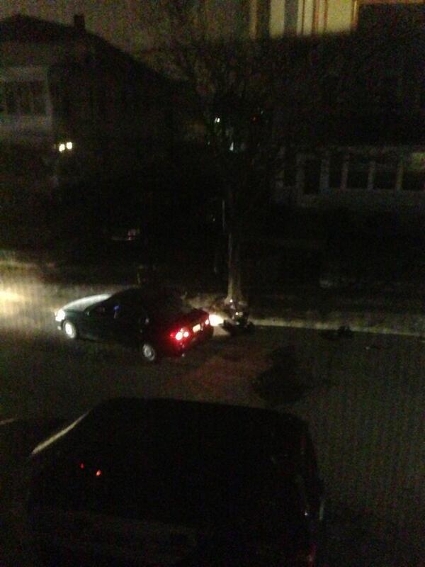 Bomb squad robot inspecting the back seat of the sedan #mitshooting #mit #boston pic.twitter.com/gu8XCPu2JP
