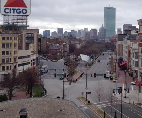 Photo: City on lockdown; an empty Kenmore Square in #Boston, Mass. (via Andrew Golden) http://pic.twitter.com/Bq23RiKpKQ