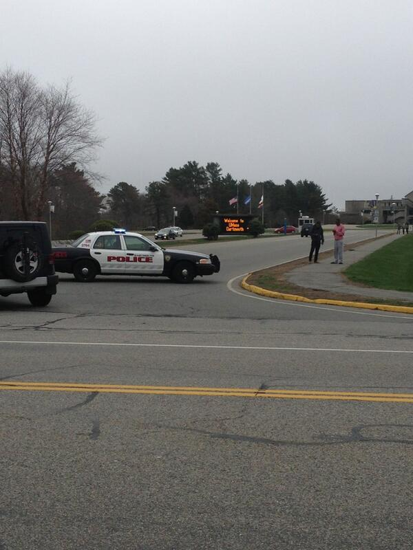 Entrance at UMass Dartmouth were campus had been closed. pic.twitter.com/y49LSkN4JW