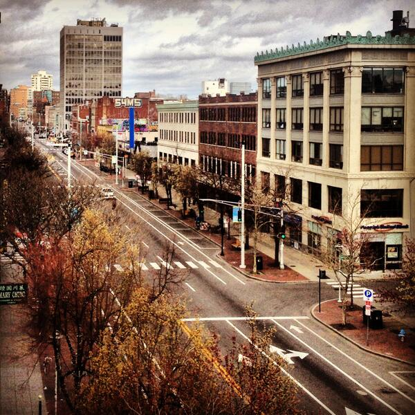 Eerie shot of Mass Ave in Central Square #Cambridge. #lockdown http://pic.twitter.com/t3ItKyD7Z7