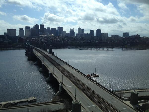 Boston is still totally empty. Another pic from Cambridge side of Longfellow @usatoday pic.twitter.com/MoTVyR3dks