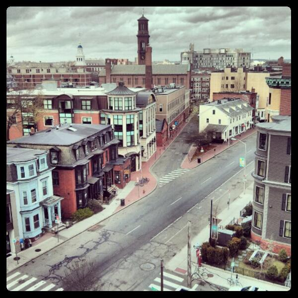 Photo of an eerily desolate Harvard Square. @WCVB http://pic.twitter.com/xUDIuVYn0M