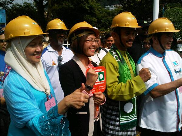 "PKR candidates with their contractor hats to signify they are ""with the people"" #ge13calon pic.twitter.com/jSNuDyVRhj"
