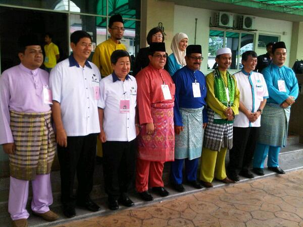 Ladies and gentlemen, your candidates for Selayang & the 3 Dun seats #ge13calon pic.twitter.com/DeurqM8ENE