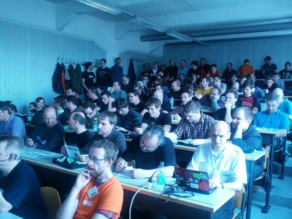 Überfüllter Hörsaal bei den Grazer Linuxtagen 2013