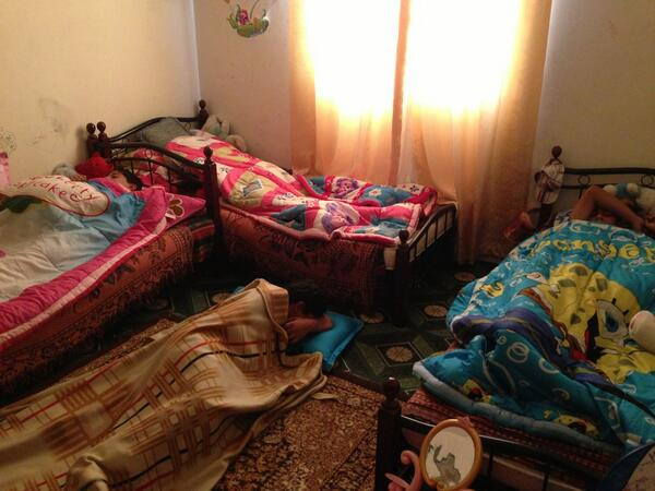 Mother is telling me she always does this so they don't panic. Photo of kids in bed #bahrain pic.twitter.com/YjF0sEXjDv