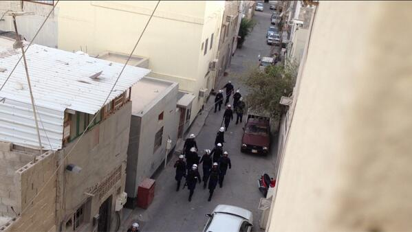 Police hav passed but helicopter monitoring above. Last year I was arrested cos of helicopter surveillance #bahrain pic.twitter.com/a0ZAsfepMR