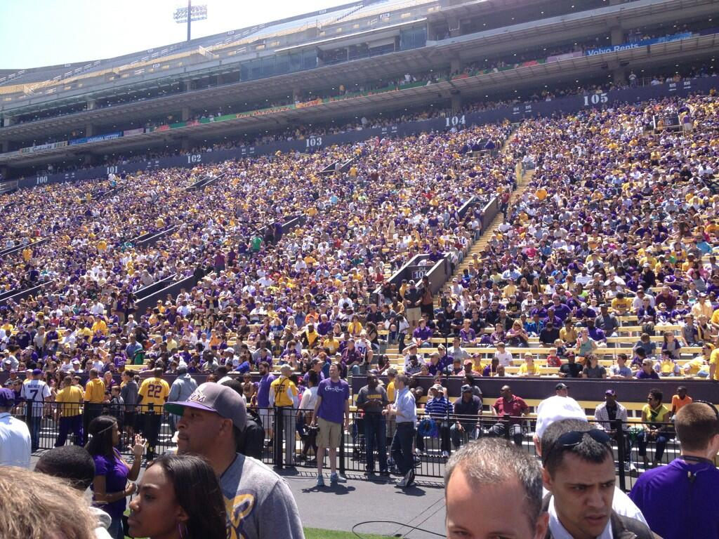 Twitter / JacquesDoucet: Crowd gathers for @LSUfball ...