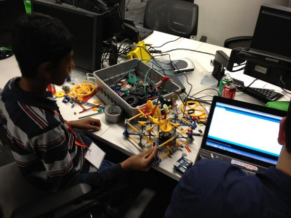 """@spaceappsPHL: #spaceapps Philadelphia #spotthestation physical Knex tracker pic.twitter.com/R8M4gHNHFQ"" Proud of my 9th grade friend creating!"