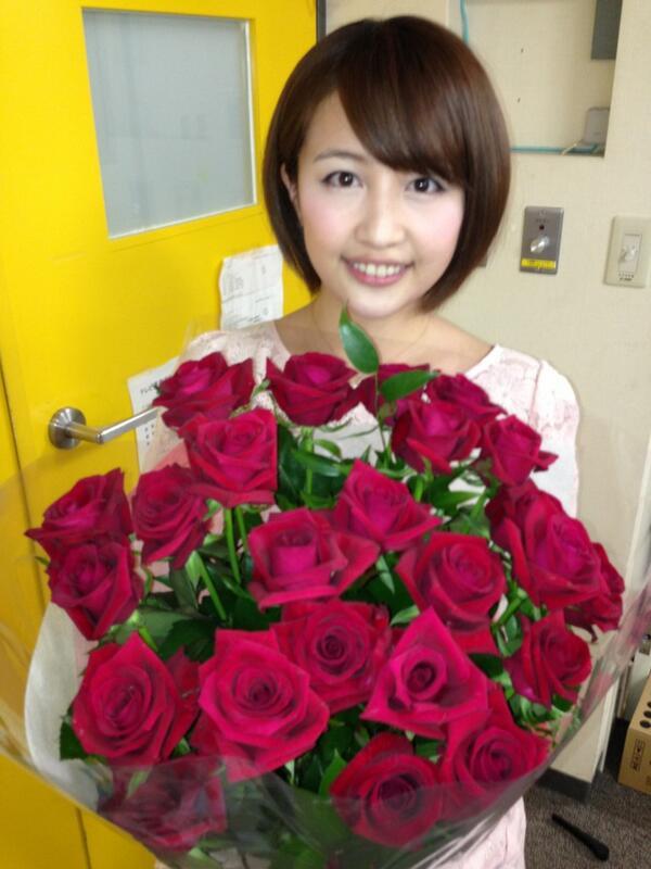 バラの花束と相内優香