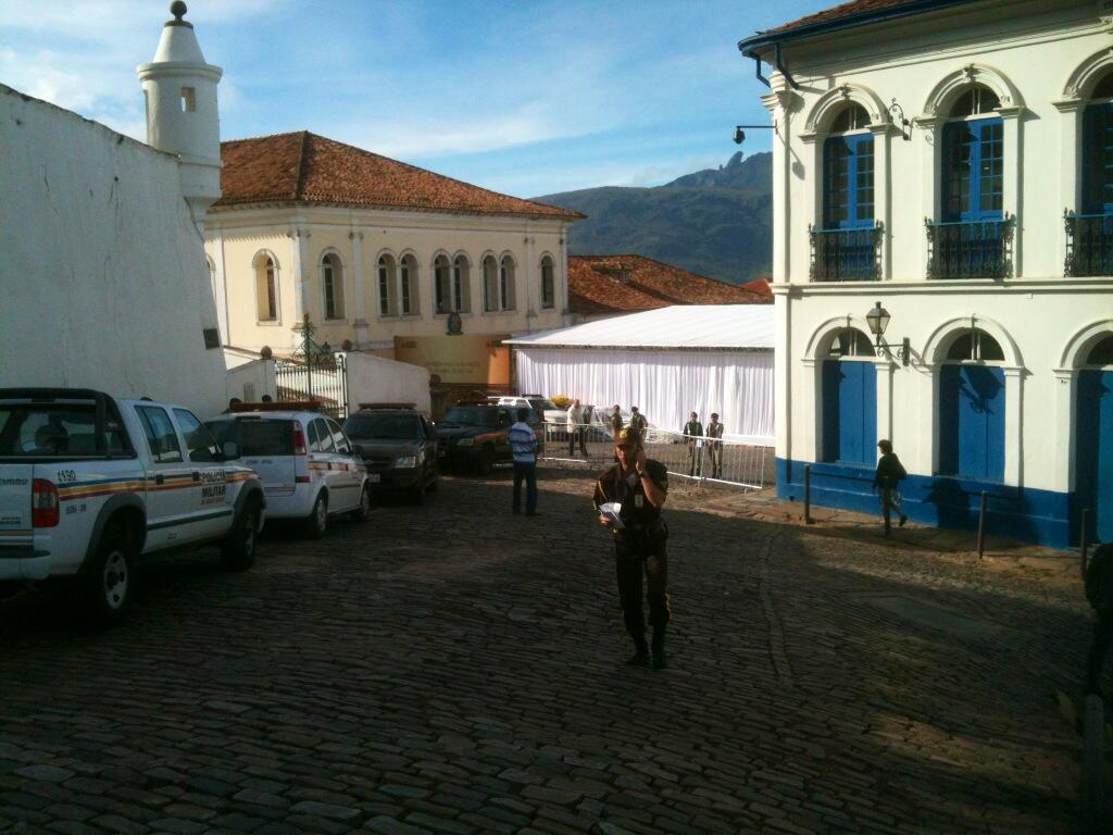 2013. Fonte https://twitter.com/siteouropreto/status/325943281982775296/photo/1