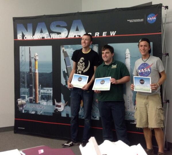 #7minutesofscience was first runner-up at #spaceappsksc #spaceapps pic.twitter.com/YVMeG75522