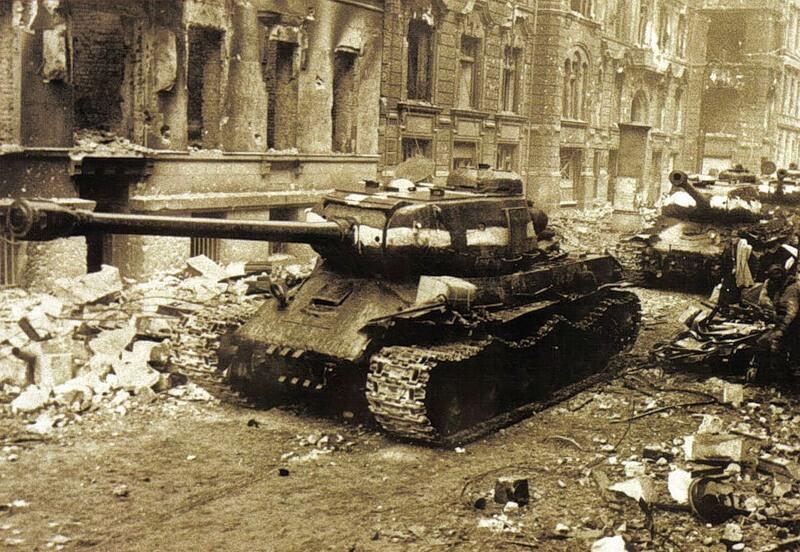 22 апреля На улицах Берлина советские тяжёлые танки ИС-2 BIdnRQDCAAA0vbc