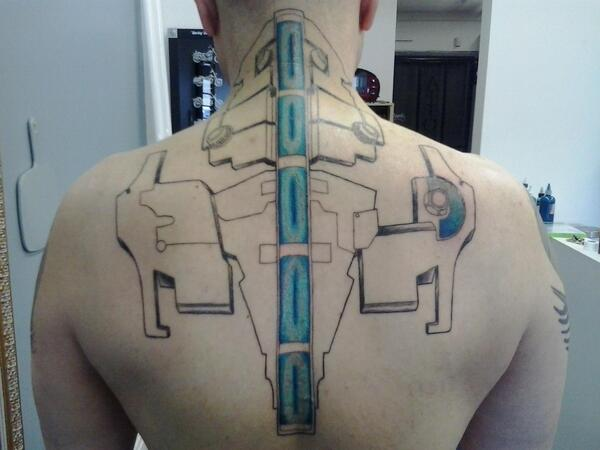 Check out this amazing Dead Space RIG back tattoo!  It's INTENSE! Would you guys get a Dead Space Tatoo? If so, what? http://t.co/2beG1ozcPP